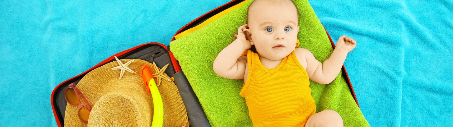 Bébé prêt à partir en vacances