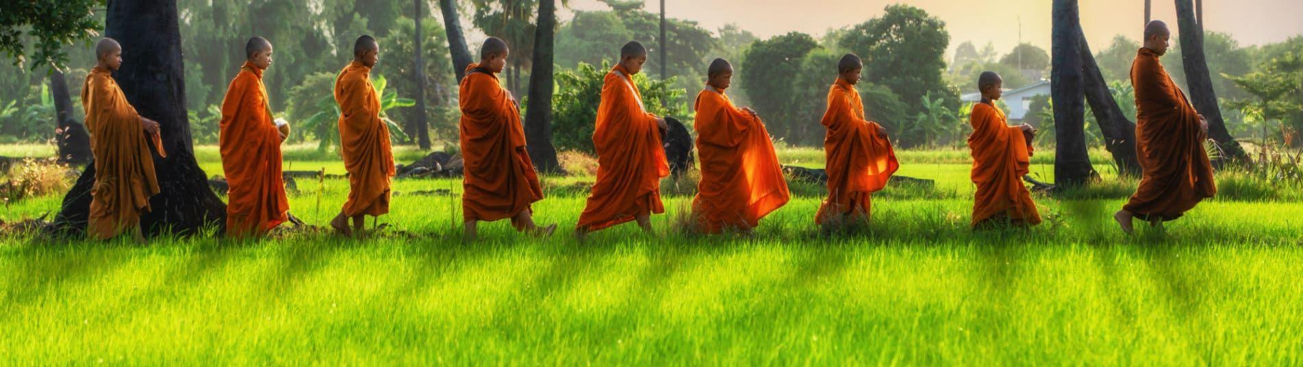 Moines boudhistes en Thailande